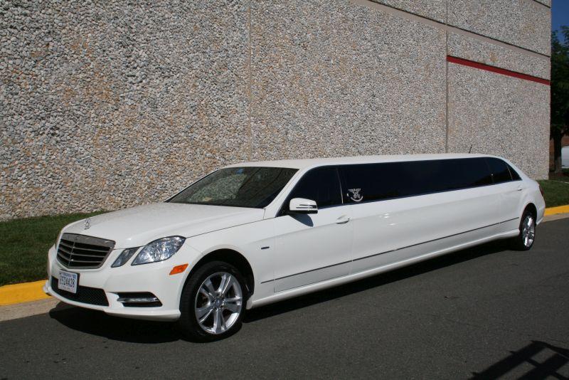 Mercedes benz white limousine american eagle limousine for Mercedes benz car service